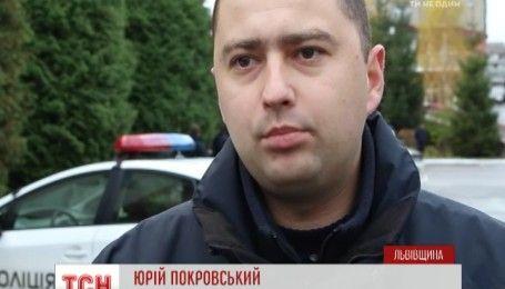 Поблизу Львова водій легковика збив пішохода і сам потрапив під колеса авто