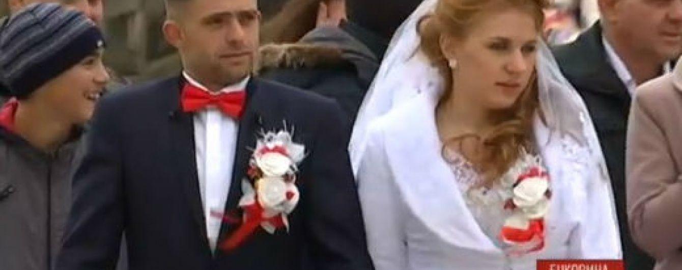 У Хотинській фортеці відгуляли весілля двох учасників АТО