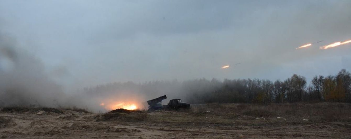 Бойовики гатили по Мар'їнці з БМП та гранатометів. Дайджест АТО