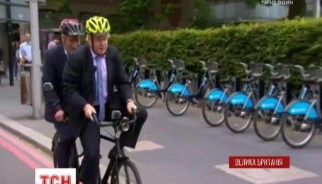 Очільникові британського МЗС заборонили їздити на роботу велосипедом