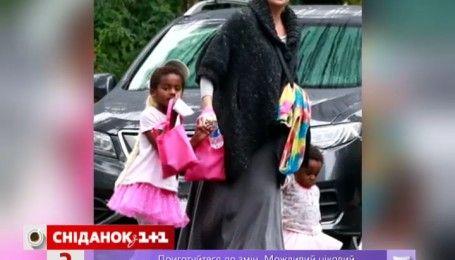 Шарлиз Терон нарядила сына в розовую юбку