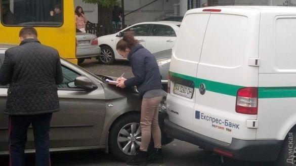 У центрі Одеси сталося ДТП за участі інкасаторського авто_2