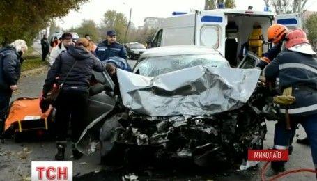 В центре Николаева произошла лобовая авария, есть пострадавшие