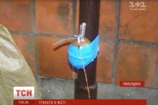 На Рівненщині знайшли дві гранати – у рюкзаку в кафе та примотану до антени біля будинку