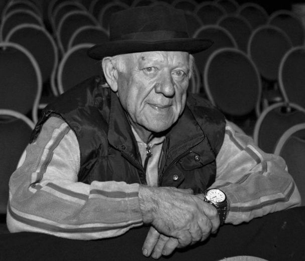 """Еквілібрист і жонглер. Фото """"сонячного клоуна"""" Олега Попова"""