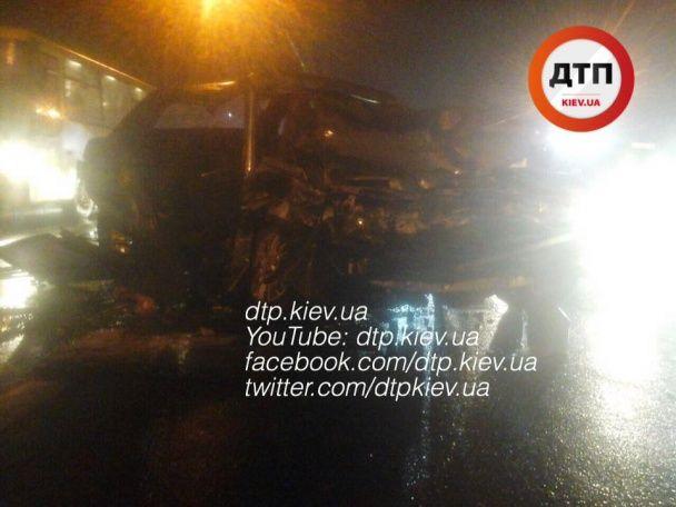П'яна аварія у Києві: водій ВАЗ відправив до лікарні трьох осіб
