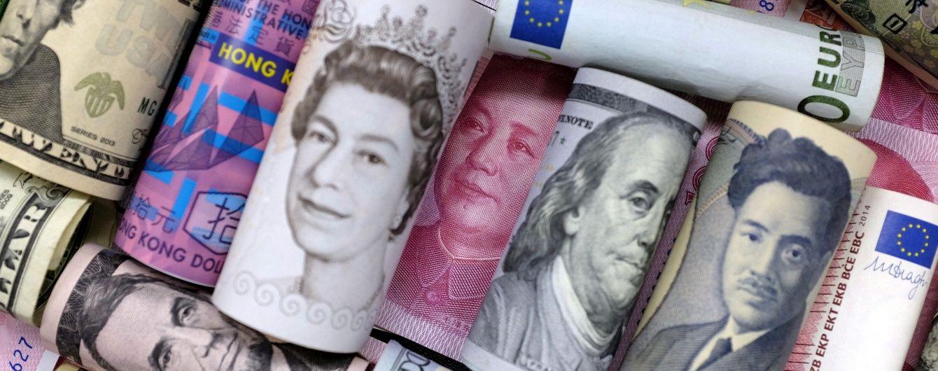 Долар і євро втратили позиції в курсах Нацбанку на четвер. Інфографіка