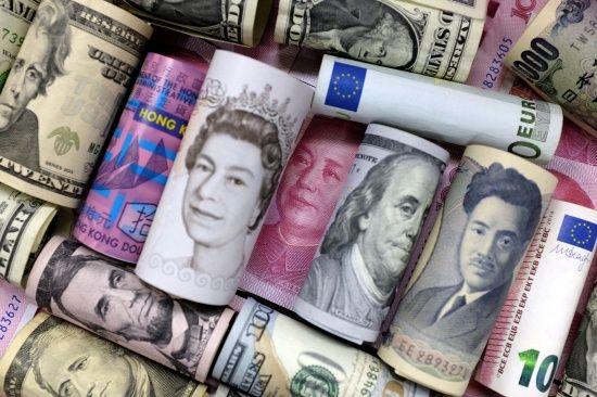 Після вихідних основна валюта здешевшала в курсах Нацбанку. Інфографіка