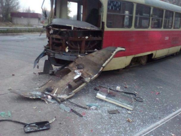 В Одесі вантажівка розтрощила трамвай