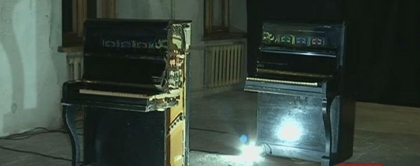 У Дніпрі показово розрізали піаніно, щоб привернути увагу до культури