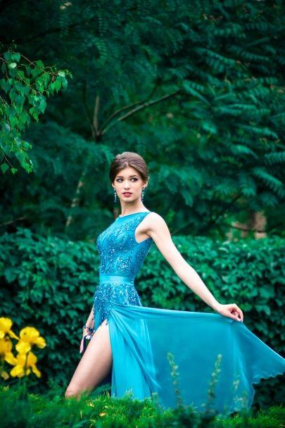 Залізний кінь і стрункі ніжки. Що постить у Мережі найкрасивіша студентка України