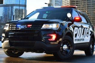 Наркоман во время ареста угнал полицейский автомобиль не снимая наручников