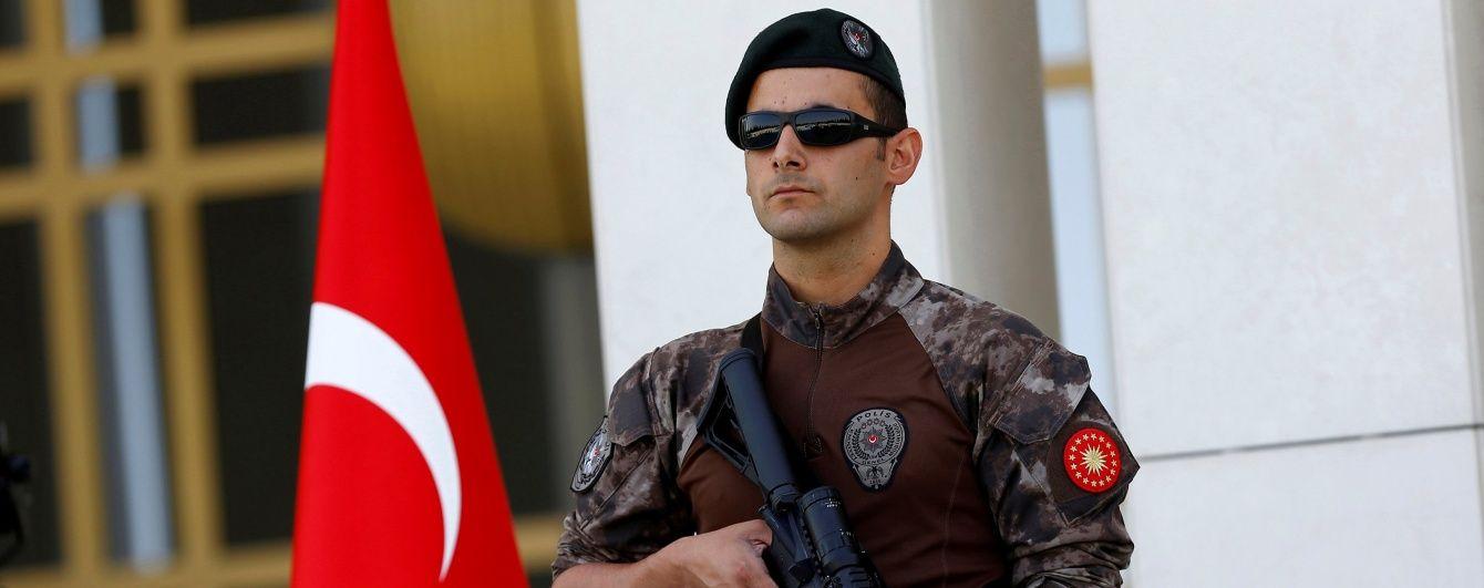 У Туреччині біля поліцейської дільниці стався потужний вибух, кількість загиблих зросла