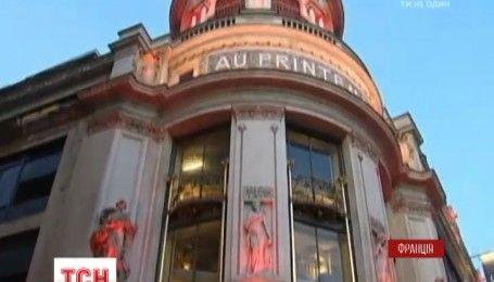 Ума Турман відкрила першу Різдвяну ялинку в Парижі