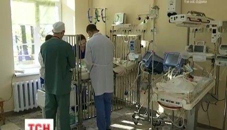 """""""ПриватБанк"""" передал аппарат искусственной вентиляции легких Львовской больнице """"Охматдет"""""""