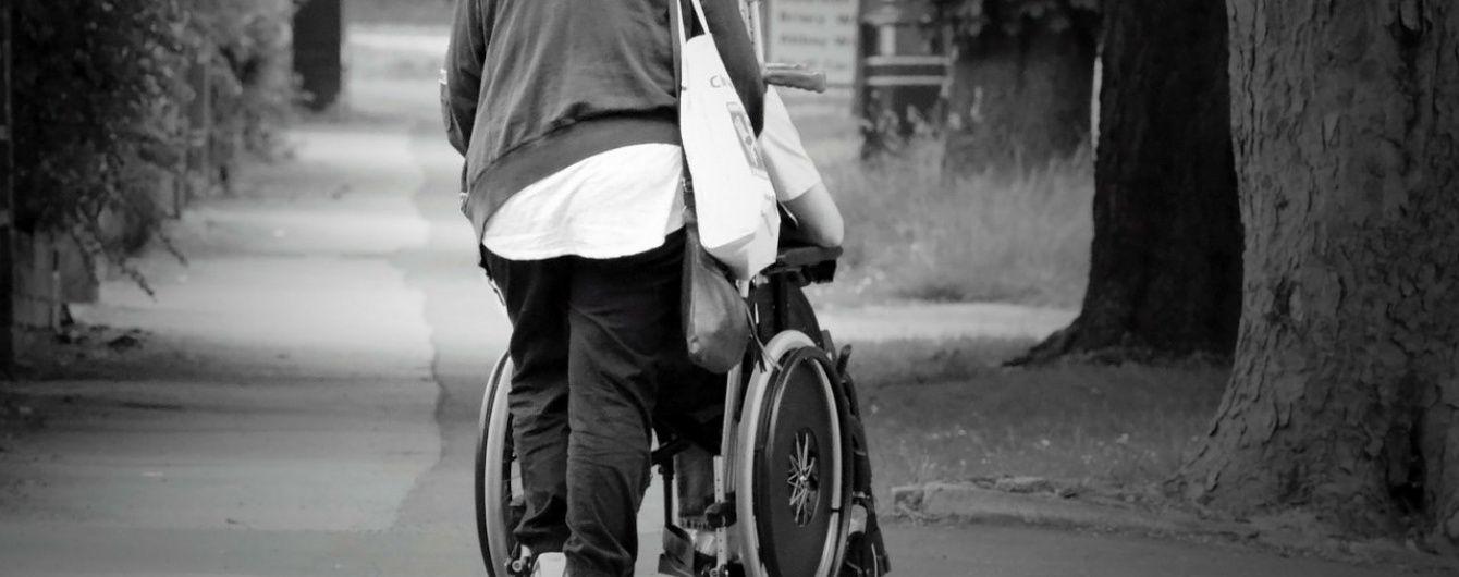 Порошенко підписав закон, що звільнив батьків дітей з інвалідністю від військової служби