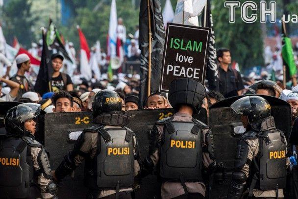 Криваві зіткнення в Індонезії: мусульмани Джакарти виступили проти губернатора-християнина