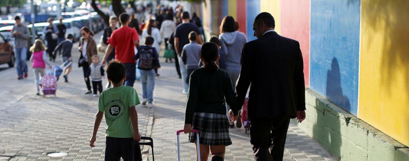 В Іспанії тисячі батьків виступили проти домашніх завдань у школі