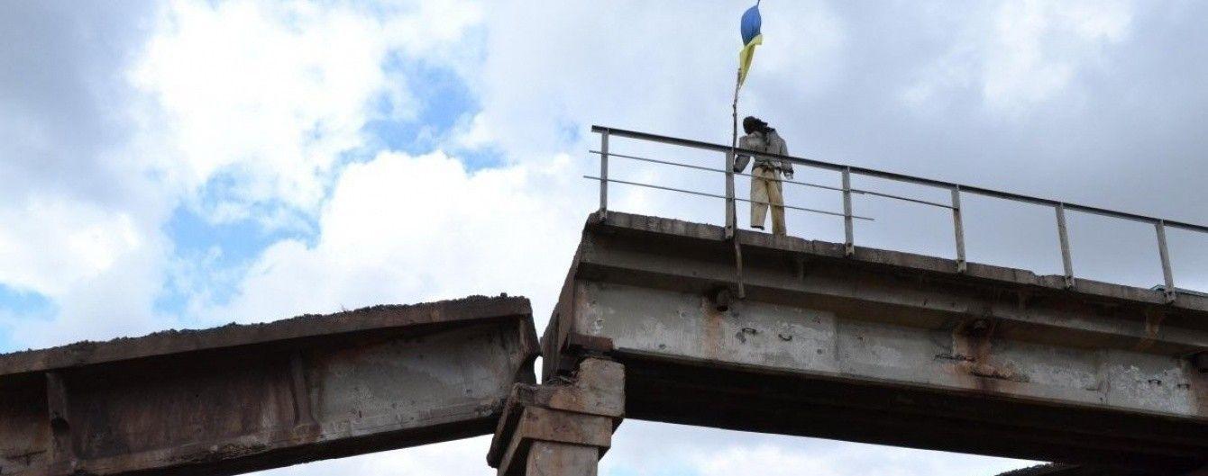 На Донбасі відбудовують зруйновані бойовиками мости
