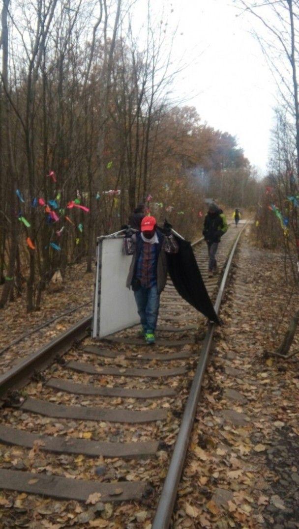 """Боллівуд прийшов в Україну: у """"тунелі кохання"""" знімають індійське кіно"""