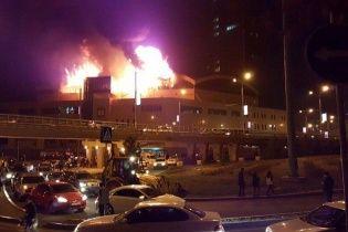 В Алматы вспыхнул мощный пожар в бизнес-центре