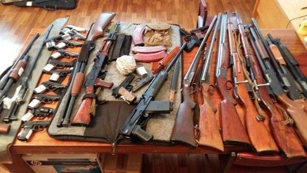 Вибухівка і тисячі боєприпасів. У поліції Києва підсумували місячник добровільної здачі зброї