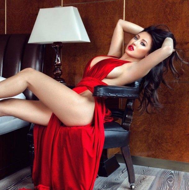 Фото топлес і костюм хижої кицьки. Що постить в Instagram пишногруда зірка Playboy
