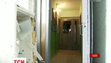 У Львові розміновують квартиру в будинку, де напередодні стався вибух