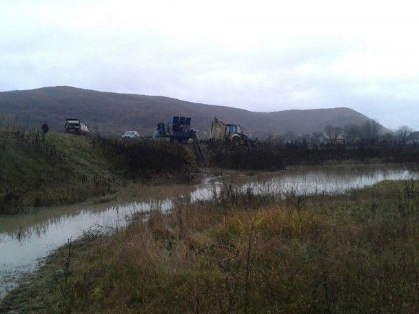 Затоплене Закарпаття: рятувальники ліквідовують наслідки негоди