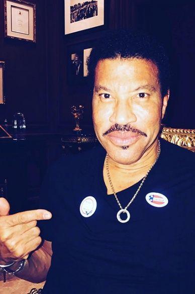 Зірки голосують за президента США_3