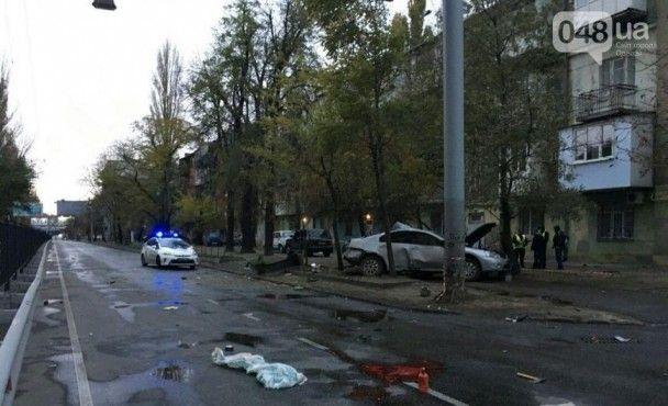 В Одесі Mitsubishi на швидкості вилетів на узбіччя: загинули дві жінки