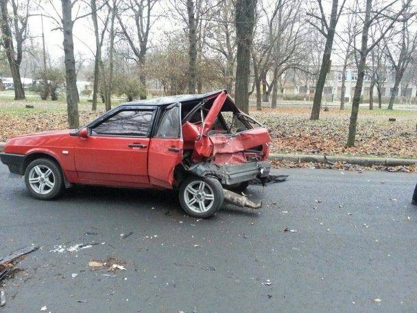 """У Краматорську поліцейський протаранив припарковану """"дев'ятку"""", постраждала 18-річна дівчина"""
