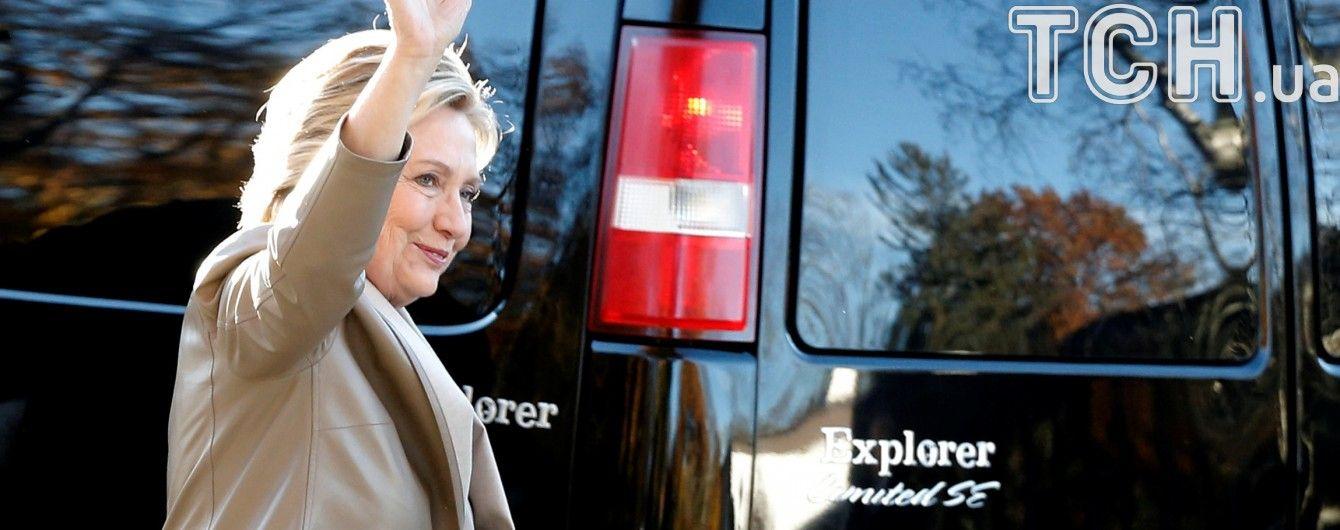 Клінтон перемагає у шести штатах, що коливаються - ЗМІ