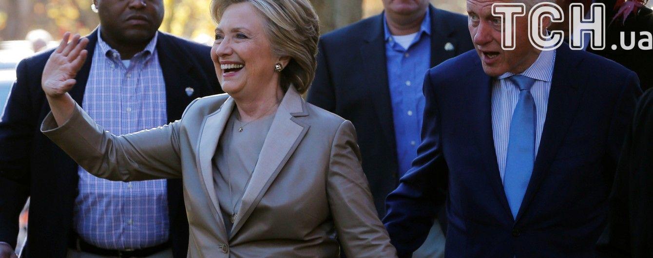 У штабі Клінтон очікують беззаперечну перемогу і готуються пити шампанське
