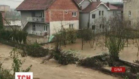 Сильні зливи затопили десятки селищ у Сербії