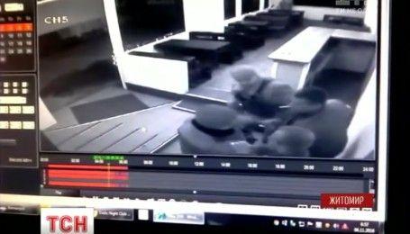В Житомире против копов возбудили уголовное дело за драку со стрельбой в стрип-баре