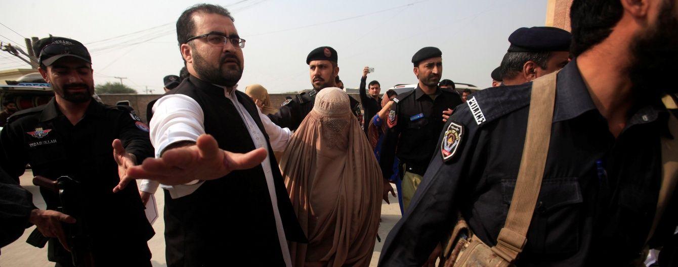 Афганську біженку з обкладинки National Geographic таки депортували з Пакистану