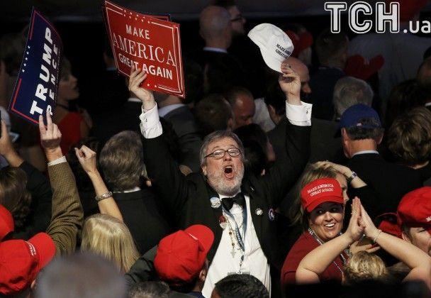 Сміх, радощі й крики. Як прихильники Трампа реагували на попередні результати виборів