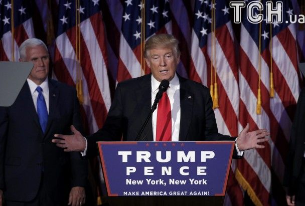 Задоволеність результатом і фото з командою. Трамп вперше виступив після обрання президентом США