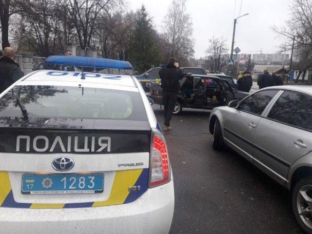 """""""Голлівуд"""" на Полтавщині: заблоковані у машині нападники на іноземців погрожували копам гранатою"""