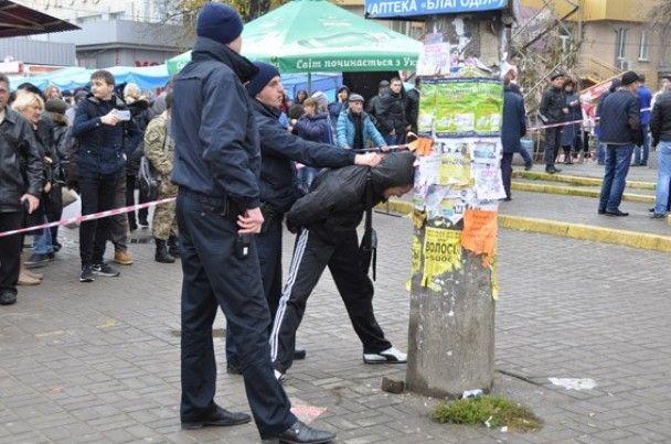 Вибухонебезпечне затримання. У Миколаєві коп вихопив у молодика гранату з відірваною чекою