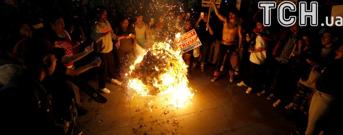 """Арешти, сутички та спалена """"голова"""" Трампа. У США розгортаються нові акції протесту"""
