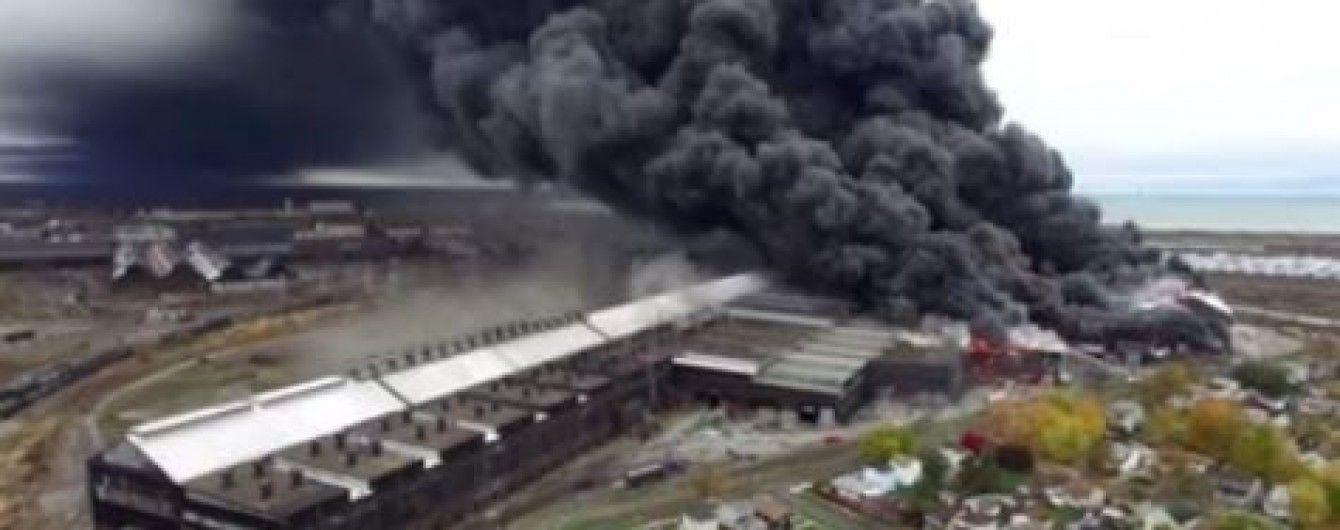 У штаті Нью-Йорк спалахнула масштабна пожежа на сталеливарні