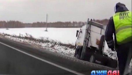 Пьяный водитель на фуре устроил ДТП и пытался скрыться