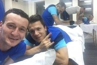 На масаж! Як гравці збірної України відновлюються перед останнім офіційним матчем року