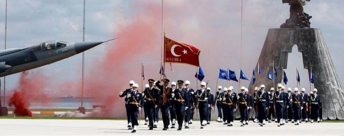 У Туреччині після отруєння 730 військових затримали десятки співробітників компанії-постачальника