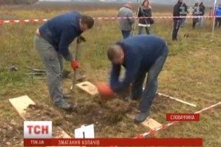 Хто викопає найгарнішу могилу. У Словаччині влаштували конкурс серед гробарів