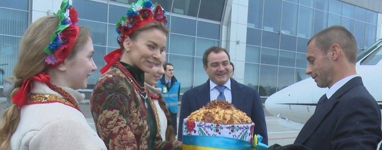 """Новий президент УЄФА прилетів до України для оглядин """"Олімпійського"""""""
