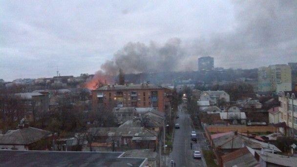 У Харкові масштабно горить будівля колишньої макаронної фабрики
