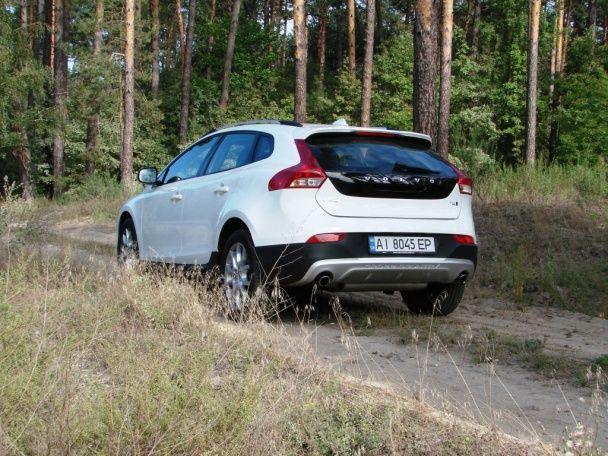 "Volvo V40 Cross Country: Повальная ""кроссоверизация"""